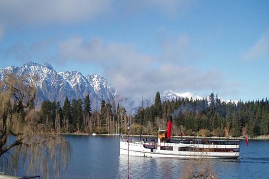 厄恩斯勞號百年蒸氣船
