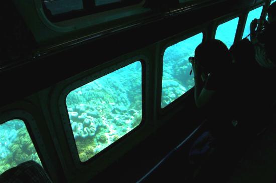 水中潛望觀光船