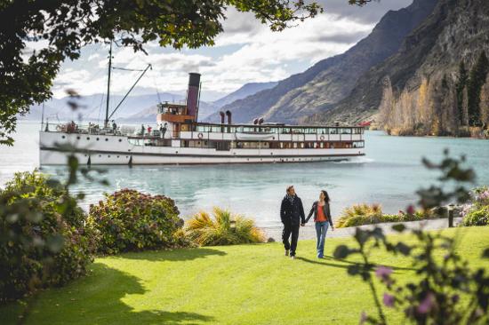厄恩斯勞號百年蒸汽船