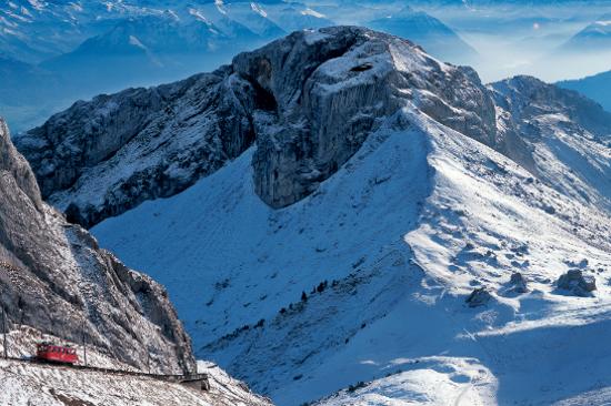皮拉特斯峰