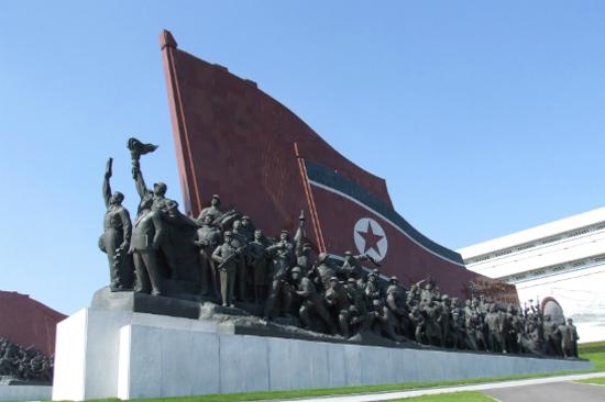 紅旗下的群像雕塑