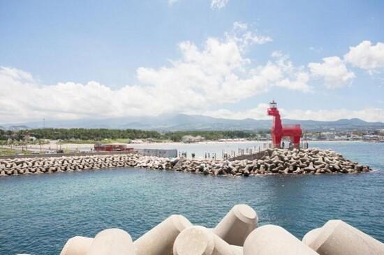 濟州梨湖海邊小馬燈塔