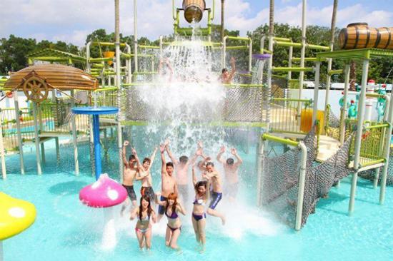 六福水樂園