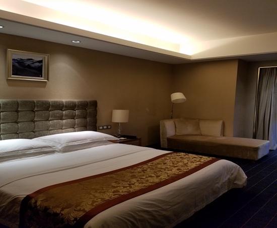 金佛山兩江假日酒店
