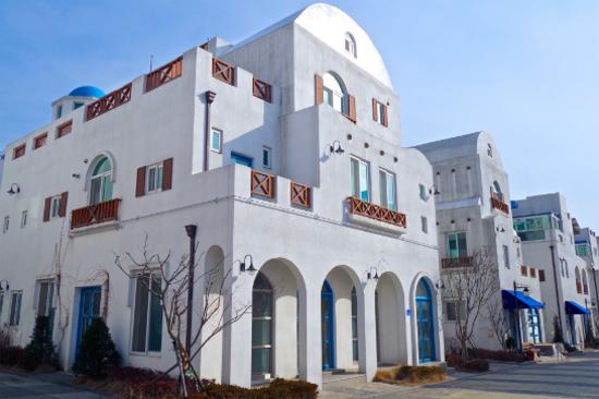 牙山「小希臘」地中海村
