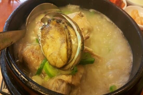 50年傳統鮑魚蔘雞湯
