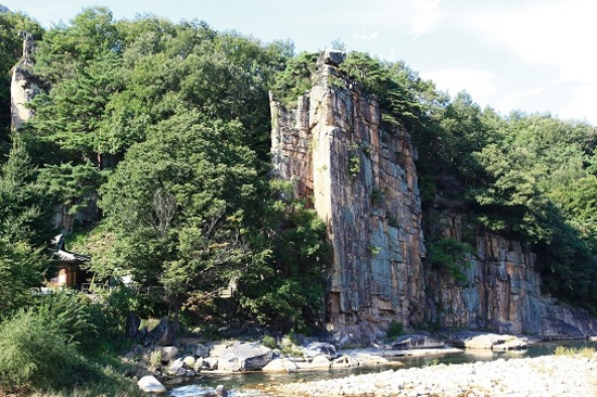 舍人岩(遠眺)