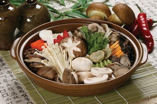 「五世界香」菌類火鍋