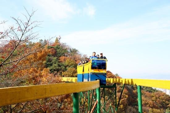 空中單軌列車+吊椅式纜車體驗