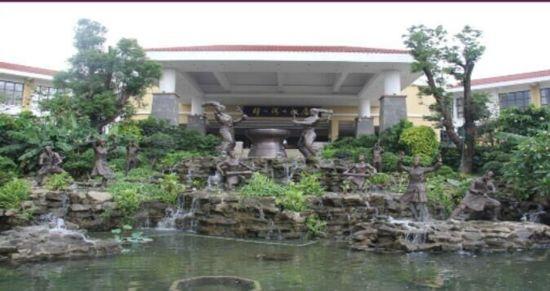 雷州樟樹灣大酒店