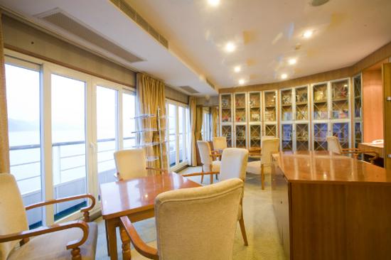 世紀輝煌號閱覽室