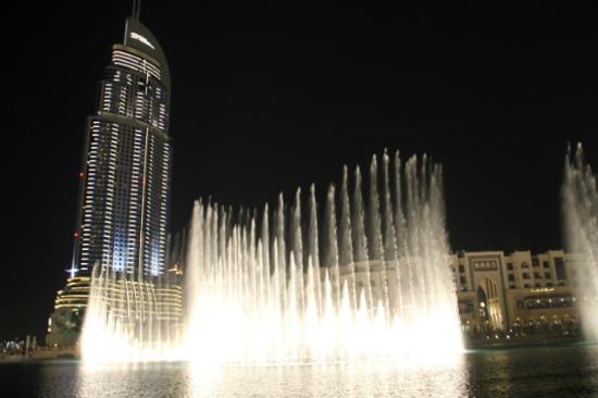 杜拜湖音樂噴泉