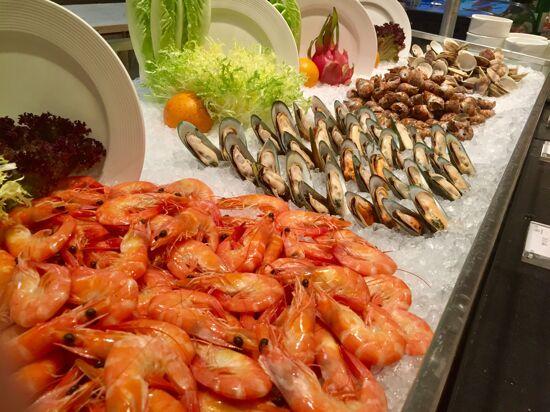 酒店豐富海鮮自助晚餐