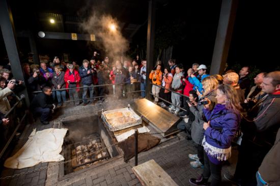 蒂普瓦毛利文化及地熱保護區享用傳統晚餐