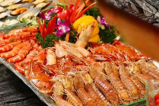 酒店三文魚自助晚餐