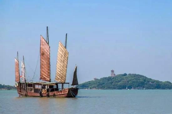 乘七桅古帆船遊太湖