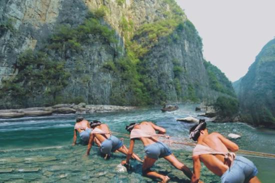 神農溪-縴夫拉縴景況
