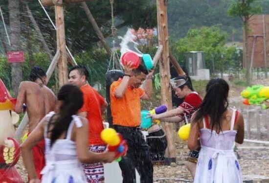 愛必儂第二屆夏日狂歡潑水節