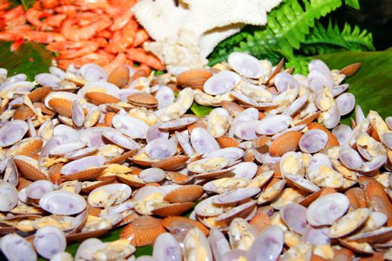 酒店三文魚海鮮自助晚餐宴