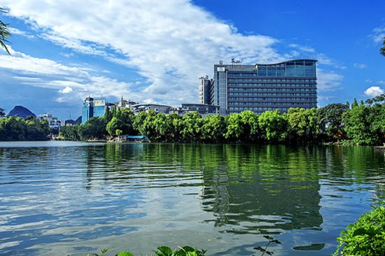 灕江大瀑布酒店