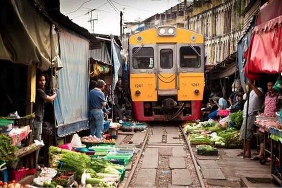 Mae Klong火車鐵路市場