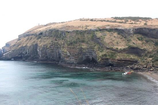 「牛島」遊~東岸鯨窟