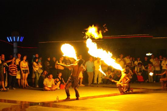 參與篝火晚會
