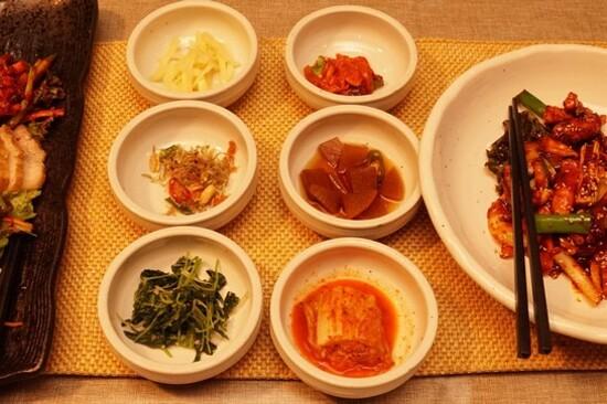 韓式豚肉菜包飯料理