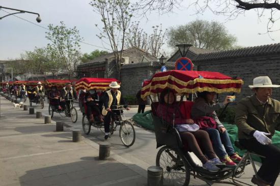 乘坐三輪車遊覽古胡同
