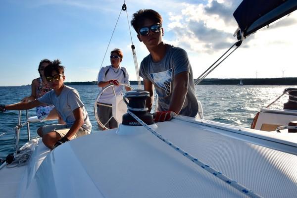 【墾丁重型帆船自駕體驗 】新玩法 ~教練指導費+ 裝備費+船隻使用費│高雄自由行套票3-31天