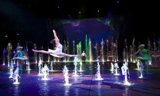 【話題熱點】全球最壯觀的水上匯演8週年La!│包水舞間C區門票及銀河(糖水或飲品)換領券│澳門自由行套票2天
