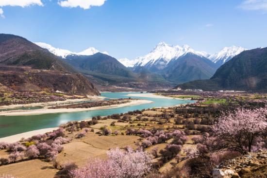 雅鲁藏布江河谷