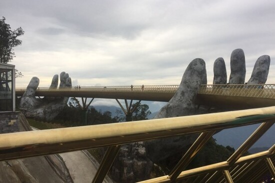 黃金巨手托橋
