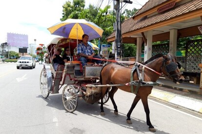 乘馬車漫遊喃邦古城from getty image