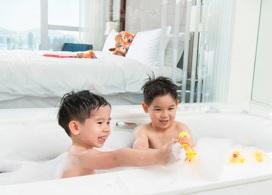 【香港康得思酒店】LUSH浸浴產品+兒童玩具+兒童小背包+早餐│2位成人+1位小童│Staycation Package